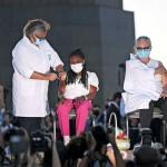 18日、ブラジル・リオデジャネイロで行われた中国製の新型コロナウイルスワクチンの予防接種(AFP時事)