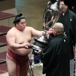 平幕の大栄翔が初優勝、突き押しを貫き栄冠