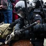 力でデモ封じ、ロシア当局が反政権機運を警戒