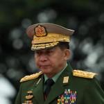 ミャンマークーデターの前夜、中国共産党の王毅外相は1月12日にミャンマーを訪問し、兄弟のミンアウンライを呼び合った。(ゲッティイメージズ経由のYE AUNG THU / AFP)