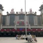 旧正月前の2月11日、春節の大移動がなく閑散とした中国・北京駅前(UPI)