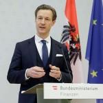 記者会見で自身への容疑を否定するブルーメル財務相(2021年2月12日、オーストリア財務省公式サイトから)