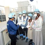 福島第1原発を見学する台湾の若者たち(NPO法人「元気になろう福島」提供)