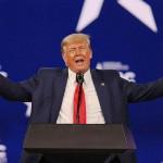 28日、米南部フロリダ州オーランドで演説するトランプ前大統領(AFP時事)