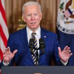 2月4日、ワシントンの米国務省で外交政策演説をするバイデン大統領(AFP時事)