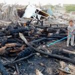 イエメン西部ホデイダで、火災で焼け落ちた避難民の収容施設=2月16日(AFP時事)