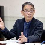 動画サイト「ユーチューブ」の配信で講演する渡辺利夫氏=17日、千葉県市川市のメディアセンター