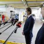 コロナ検査の会場を視察するクルツ首相(2021年4月9日、連邦首相府公式サイトか)