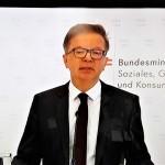 辞任を表明したアンショーバー保健相(2021年4月13日、オーストリア国営放送の中継から)