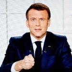 1日、テレビ演説するフランスのマクロン大統領(AFP時事)