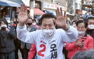 ソウル市長選で当選した呉世勲氏=6日、ソウル(AFP時事)