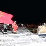 昨年12月17日、内モンゴル自治区に落下した月の土壌サンプルの回収など中国の月面探査を宣伝するCGTNの放送(UPI)