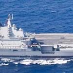沖縄本島と宮古島の間を通過した中国海軍の空母「遼寧」(防衛省提供)