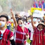 3月31日、ミャンマー東部カレン州で、国軍のクーデターに抗議する市民(カレン情報センター提供)(AFP時事)