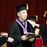 村上春樹さん、新入生に祝辞「小説は心で書く」