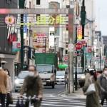 繁華街に目立つ買い物客ら「危機意識が重要」