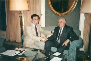 筆者のインタビューに応じるアルバニアのモイシウ大統領(2003年5月、ウィーンで)