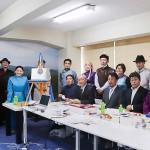 本部事務所の開所式に民族衣装を着て集まった南モンゴル出身者ら(辻本奈緒子撮影)
