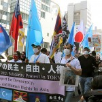 民主・自由・人権の尊重を訴え行進するデモ隊=9日午後、東京・渋谷(辻本奈緒子撮影)