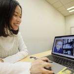注目増す「オンライン留学」、時差など課題も