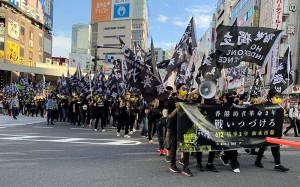 中国政府に抗議しデモ行進する在日香港人ら 12日、東京都新宿区(川瀬裕也撮影)