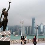 香港映画業界で活躍した人物をたたえるために建造された香港の尖沙咀(チムサーチョイ)にあるアベニュー・オブ・スターズ(深川耕治撮影)