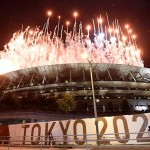 東京五輪の開会式で国立競技場から打ちあがられた花火=23日、都内
