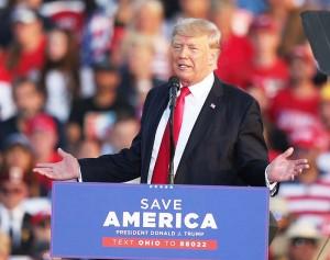 6月26日、米オハイオ州で支持者を前に演説するトランプ前大統領(UPI)