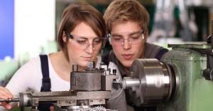 職場先を探す若者たち(オーストリア連邦職業サービスの公式サイトから)