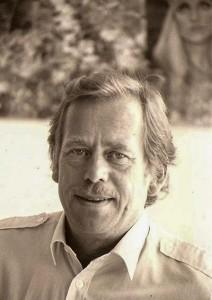 インタビューに応じるハベル氏(1988年8月、プラハのハベル氏宅で撮影)