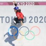 スケートボード女子パーク決勝、1回目の演技をする金メダルを獲得した四十住さくら=4日、有明アーバンスポーツパーク