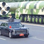 2019年10月1日、北京での中国建国70周年軍事パレードに登場した大陸間弾道ミサイル(ICBM)「東風41」=中国中央テレビのウェブサイトより(時事)