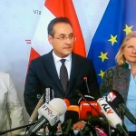 副首相と自由党党首のポストの辞任を表明するシュトラーヒェ氏(オーストリア国営放送から、2019年5月18日)