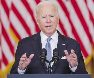 16日、ホワイトハウスで、アフガニスタン情勢に関し演説するバイデン米大統領(EPA時事)