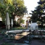 ウィーン市庁舎前広場の噴水周辺(2021年8月15日、撮影)