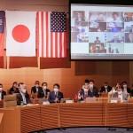 日本、米国、台湾の議会関係者による戦略対話であいさつをする安倍晋三前首相(前列左から2人目)=7月29日午前、衆議院会館