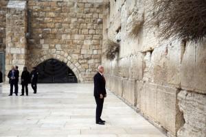嘆きの壁を訪問したマイク・ペンス前米副大統領  (UPI)