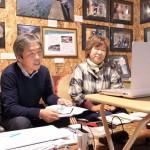 専修大学法学部の学生らとオンライン学習を行う「健太いのちの教室」の田村夫妻=健太いのちの教室提供