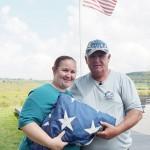 取材に応じるニューヨークの元消防士ケビン・カルホウンさん(右)と次女で救命士のトレイシーさん=8月20日、米東部ペンシルベニア州シャンクスビル(時事)