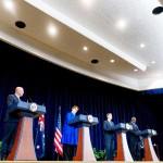 16日、ワシントンで記者会見する(左から)オーストラリアのダットン国防相、ペイン外相、米国のブリンケン国務長官、オースティン国防長官(AFP時事)