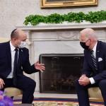 8月27日、ホワイトハウスで会談するイスラエルのベネット首相(左)とバイデン米大統領(A仏パスツール研究所 FP時事)