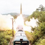 15日、北朝鮮の「鉄道機動ミサイル連隊」によるミサイル発射訓練=朝鮮中央通信提供(AFP時事)