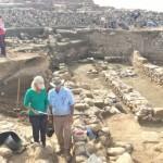 死海周辺の古代集落トルエルハマムの遺跡を調べる国際研究チーム(米カリフォルニア大サンタバーバラ校提供・時事)