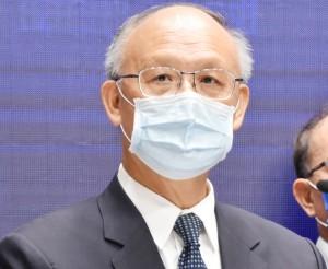 閣議後の記者会見で環太平洋連携協定(TPP)加入申請について説明する政府高官=23日午前、台北の行政院(時事)