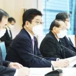 原発処理水に関する基本方針の実行に向けた関係閣僚等会議で発言する加藤勝信官房長官(左から2人目)=8月24日午前、首相官邸