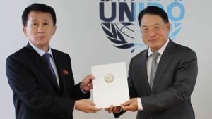 国連工業開発機関(UNIDO)の李勇事務局長に信任状を提出する北朝鮮の崔ガンイル大使(2020年7月14日、UNIDO公式サイトから)