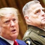 トランプ米大統領(左、当時)とミリー米統合参謀本部議長=2019年10月、ワシントン(AFP時事)