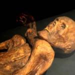 5300年前に生きていた「エッツィ」のミイラ(ウィキぺディアから)