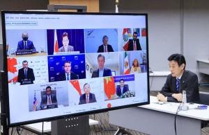 オンライン形式で開かれた閣僚級の「TPP委員会」。右端は西村康稔経済再生担当相=1日午前、東京都千代田区