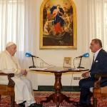 インタビューに答えるフランシスコ教皇(バチカンニュース9月1日から)